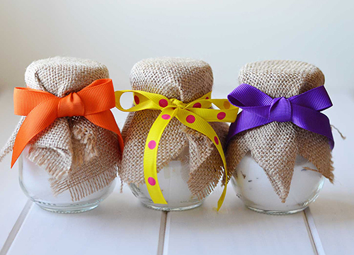 Salt cellars decorated with jute cloth and colourful ribbons